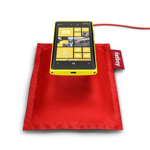 lumia_fatboy-rechargeable-pillow-dt-901-with-nokia-lumia-920_screen