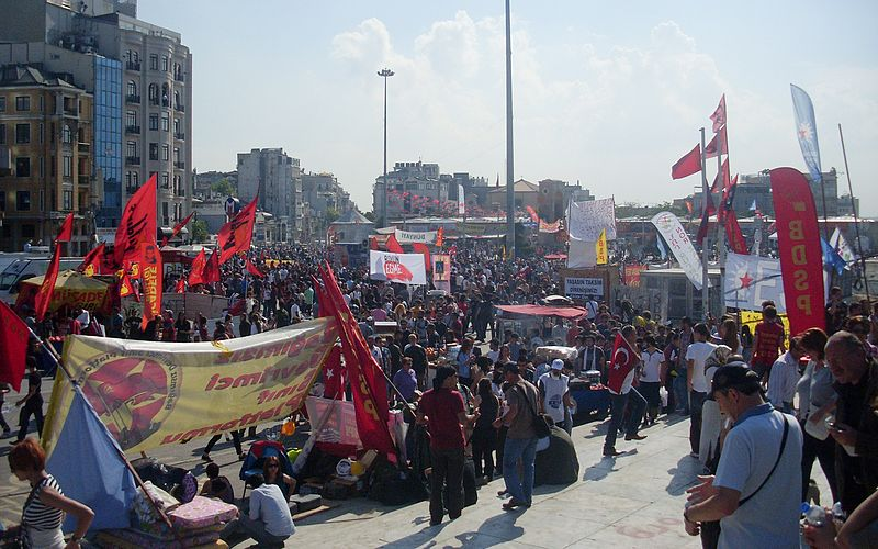 Taksim_Gezi_Park_protests,_a_view_from_Taksim_Square_on_4th_June_2013