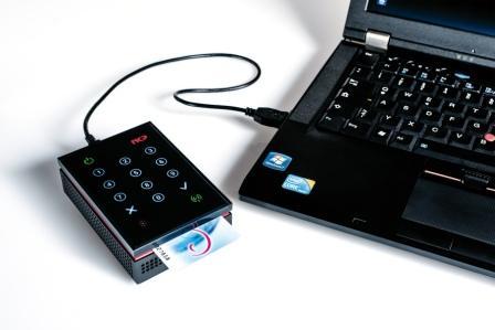NCP_VPN_Box_mit_Laptop_und_Clientmonitor